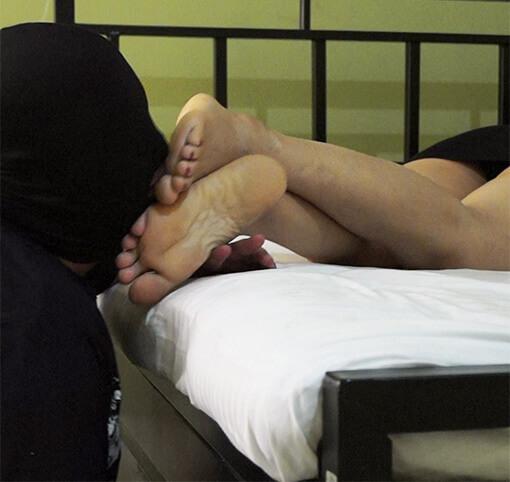 Guy gives girl real orgasm vid
